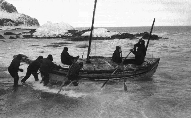 Black and white photo of the James Caird expedition Launching from Elephant Island on April 24, 1916.