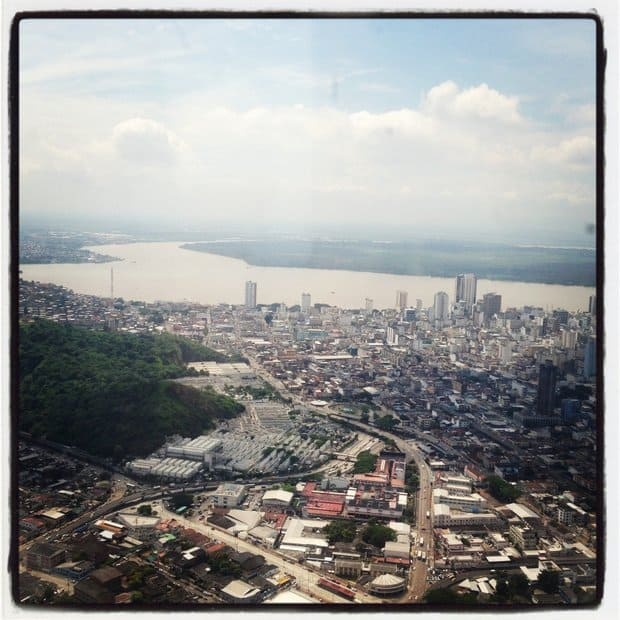 Airplane view of the city of Guayquil.