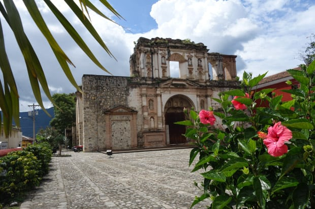 A cathedral ruin in Antigua with a courtyard and gardens surrounding the building.