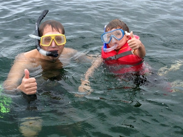 2 travelers snorkeling in the ocean in Panama.